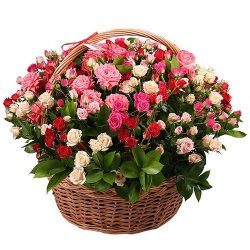 букет 101 кустовая роза в корзине