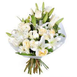 """Букет """"Девичья чистота"""" лилии и розы"""