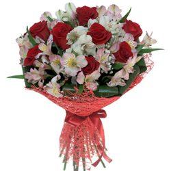 """Букет """"Коррида"""" красные розы и белые альстромерии"""