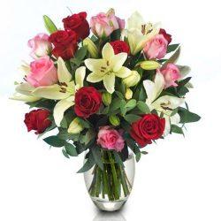 """Букет """"Пышность"""" микс розы и лилии"""