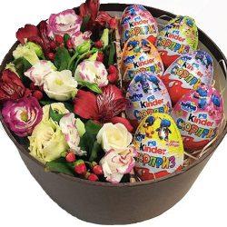 товар Коробочка с киндерами и цветами