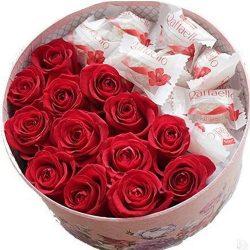 Сладкая коробочка розы и рафаэлло