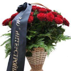 Траурная корзина цветов розы